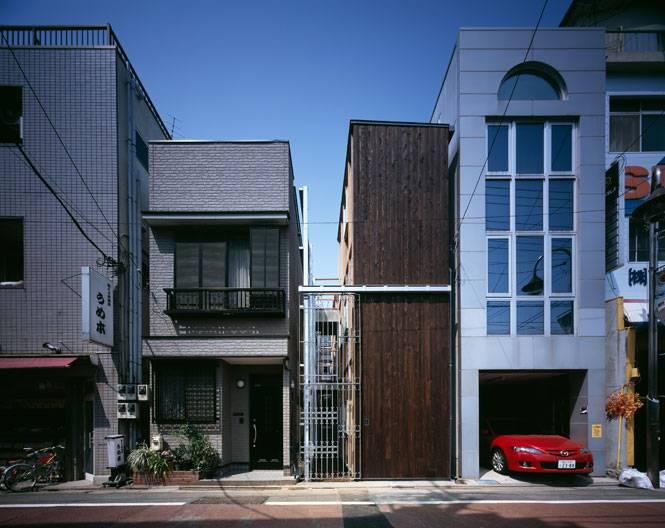 Une maison l troit d tails d 39 architecture for Architecture japonaise contemporaine
